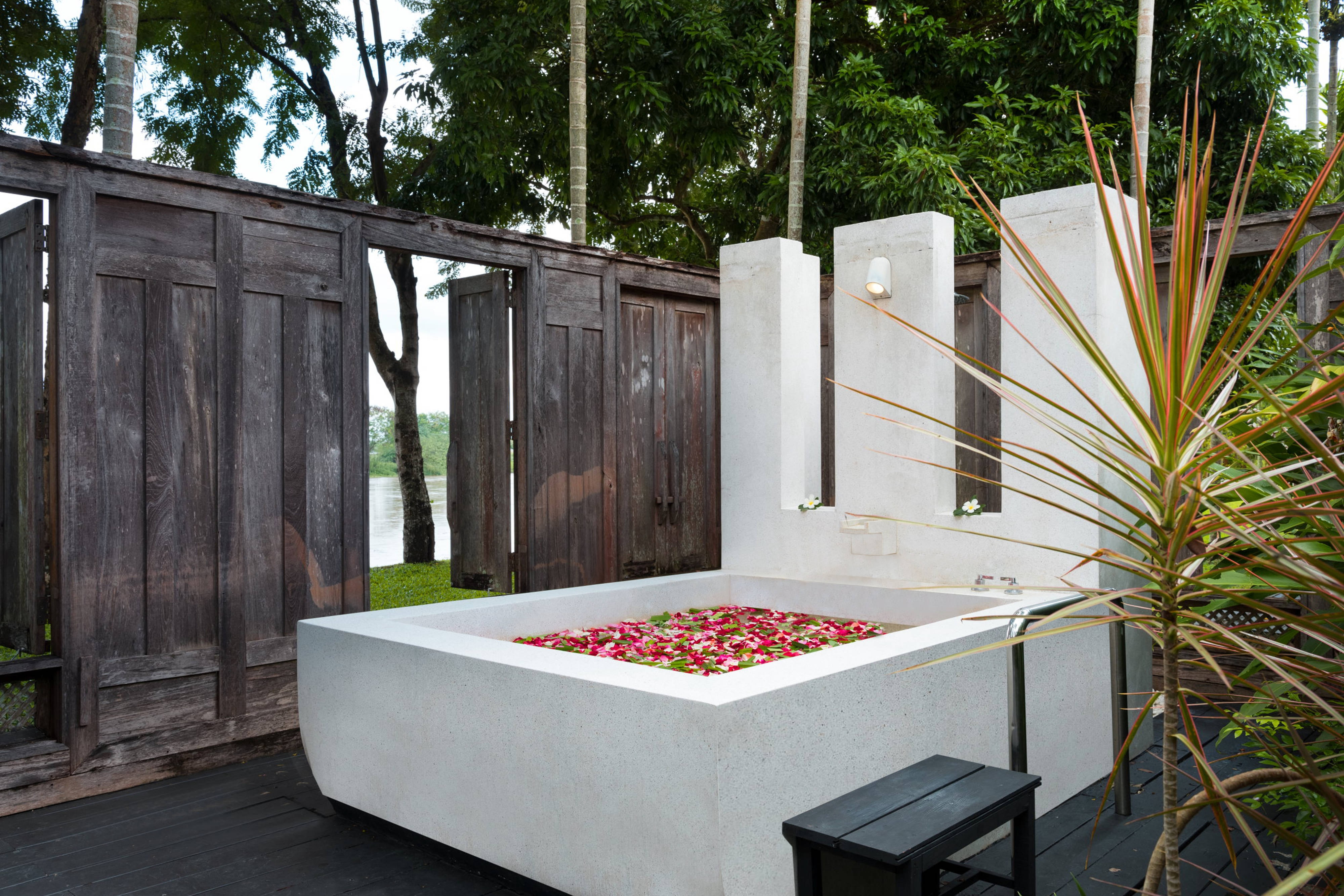 Parvati Spa Outdoor Bath Ritual