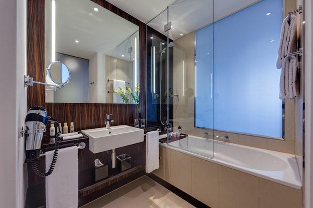 Bonn Marriott World Conference Hotel - Bathtub Executive Room