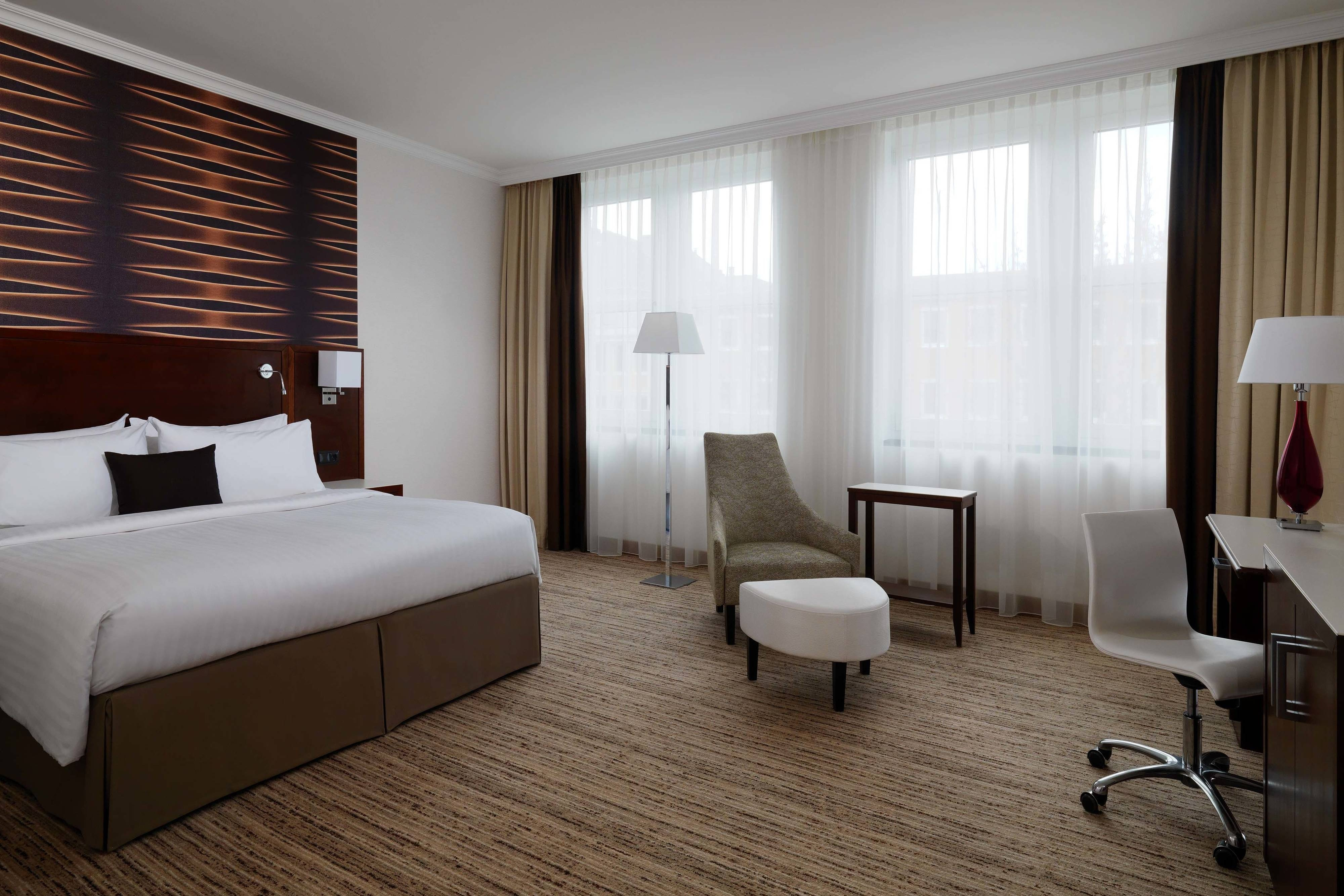 Cologne accommodations hotel rooms cologne marriott hotel for Koln zimmer