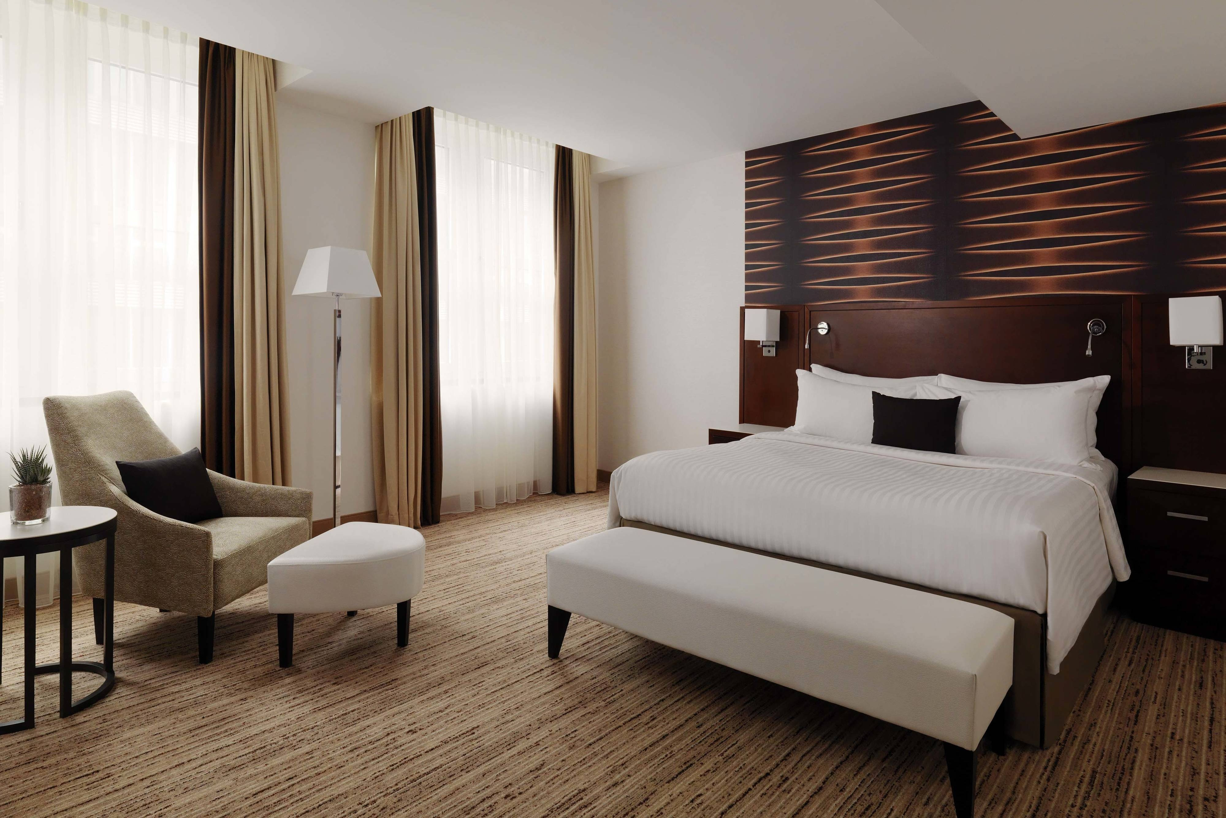 Grand Executive Suite Bedroom - King