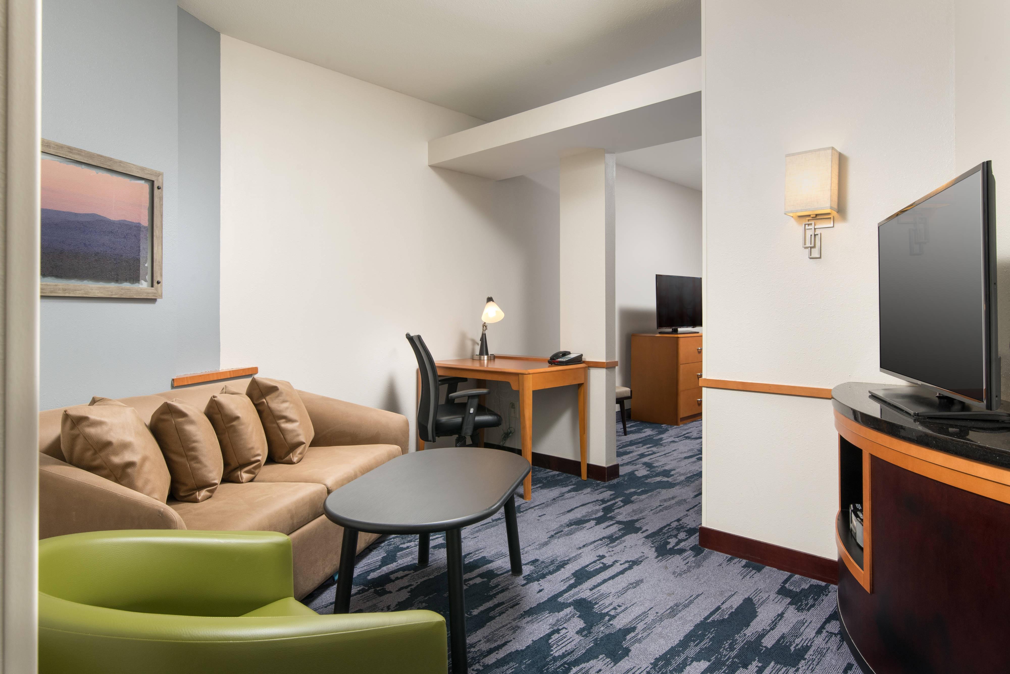 Studio Queen/Queen Suite Living Area