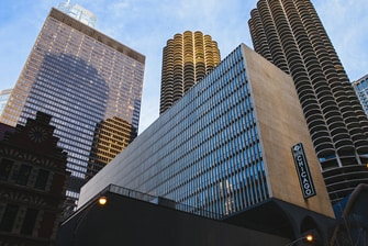 Fachada del hotel en el centro de Chicago