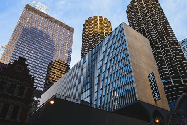 Downtown Chicago hotel exterior