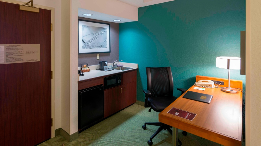 Studio Suite Desk & Kitchenette