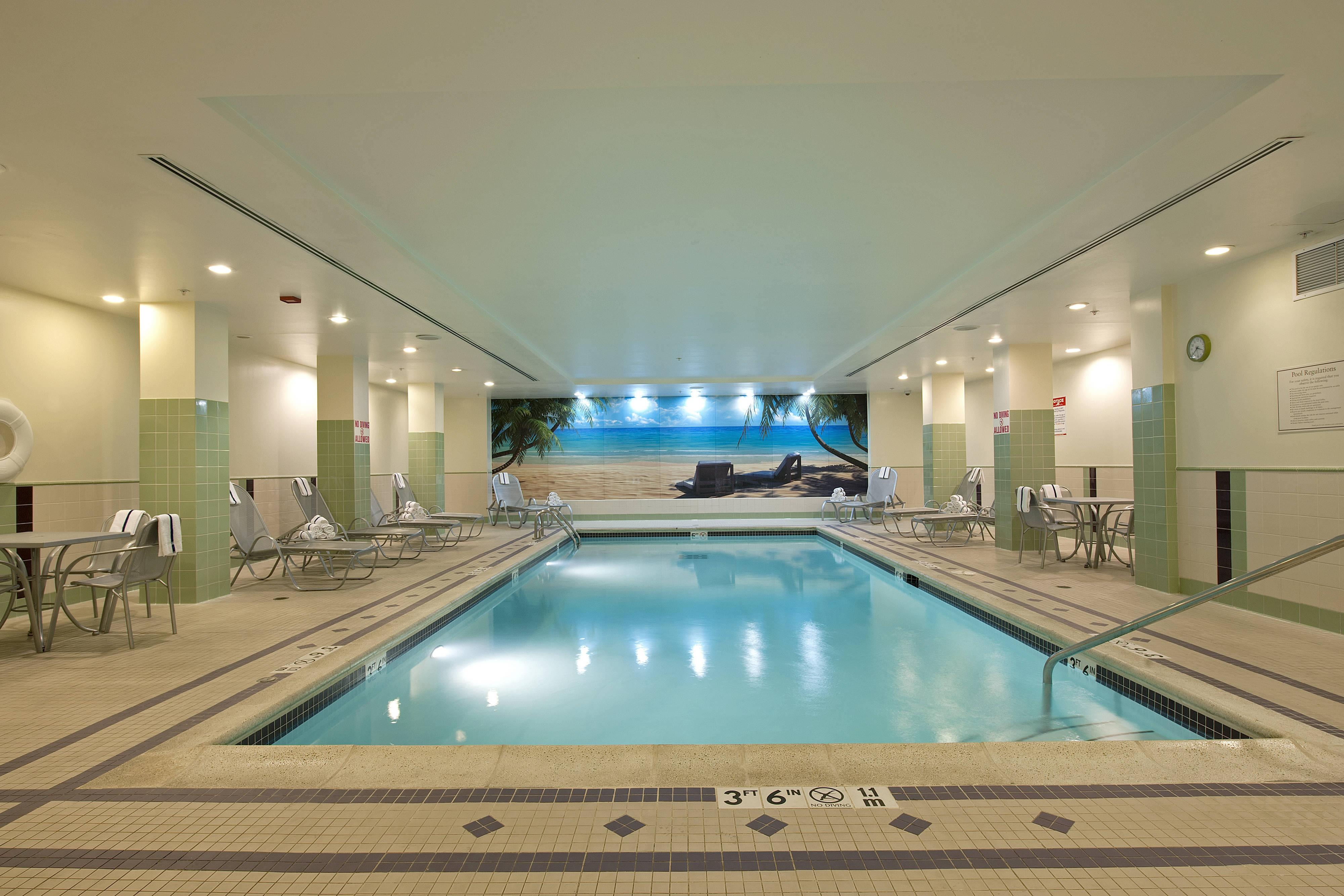 Piscina cubierta del Springhill Suites Chicago O'Hare