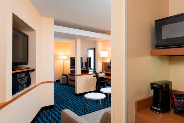 hotels in chicago il, st. charles hotel room