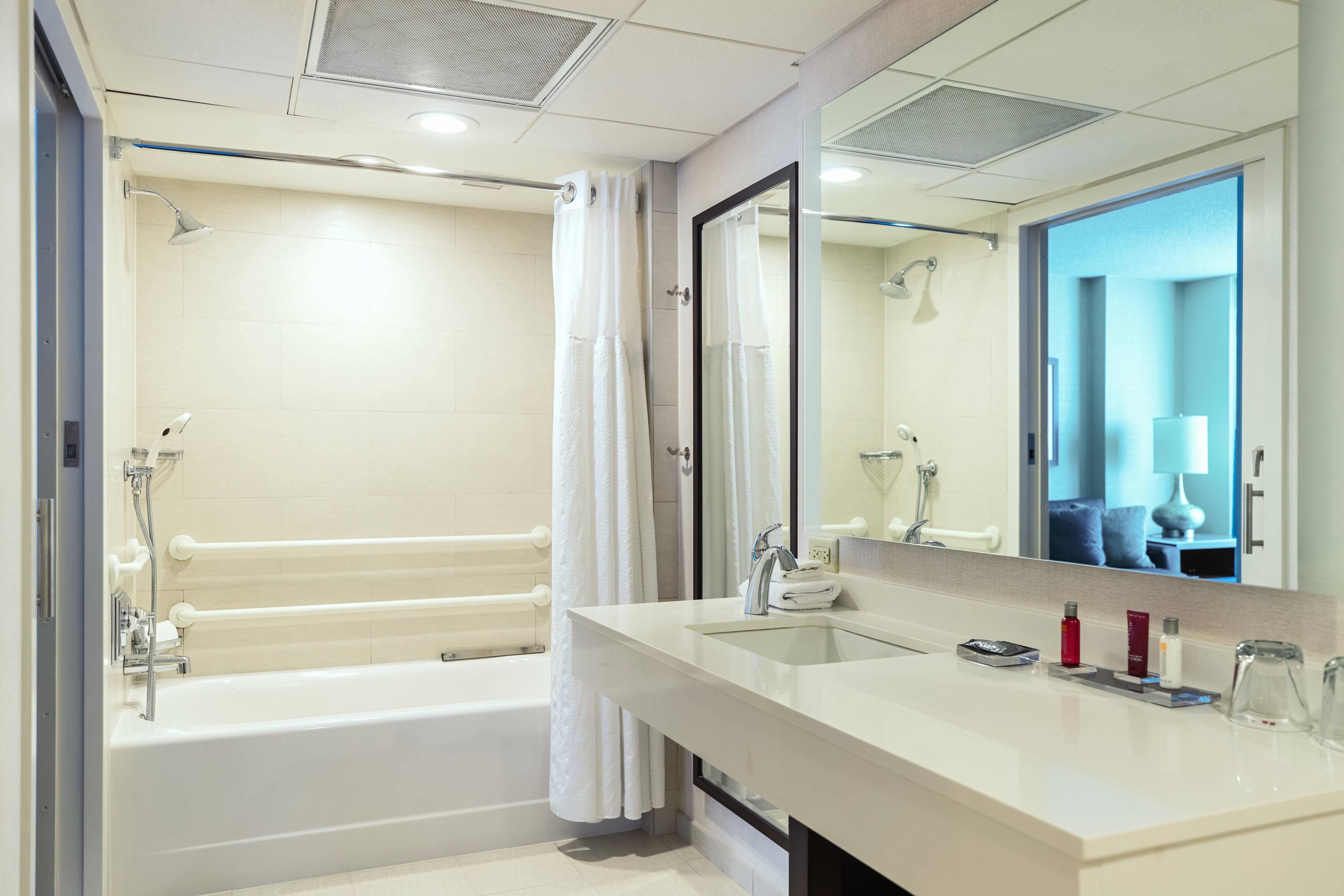 Baño con acceso para personas con discapacidades