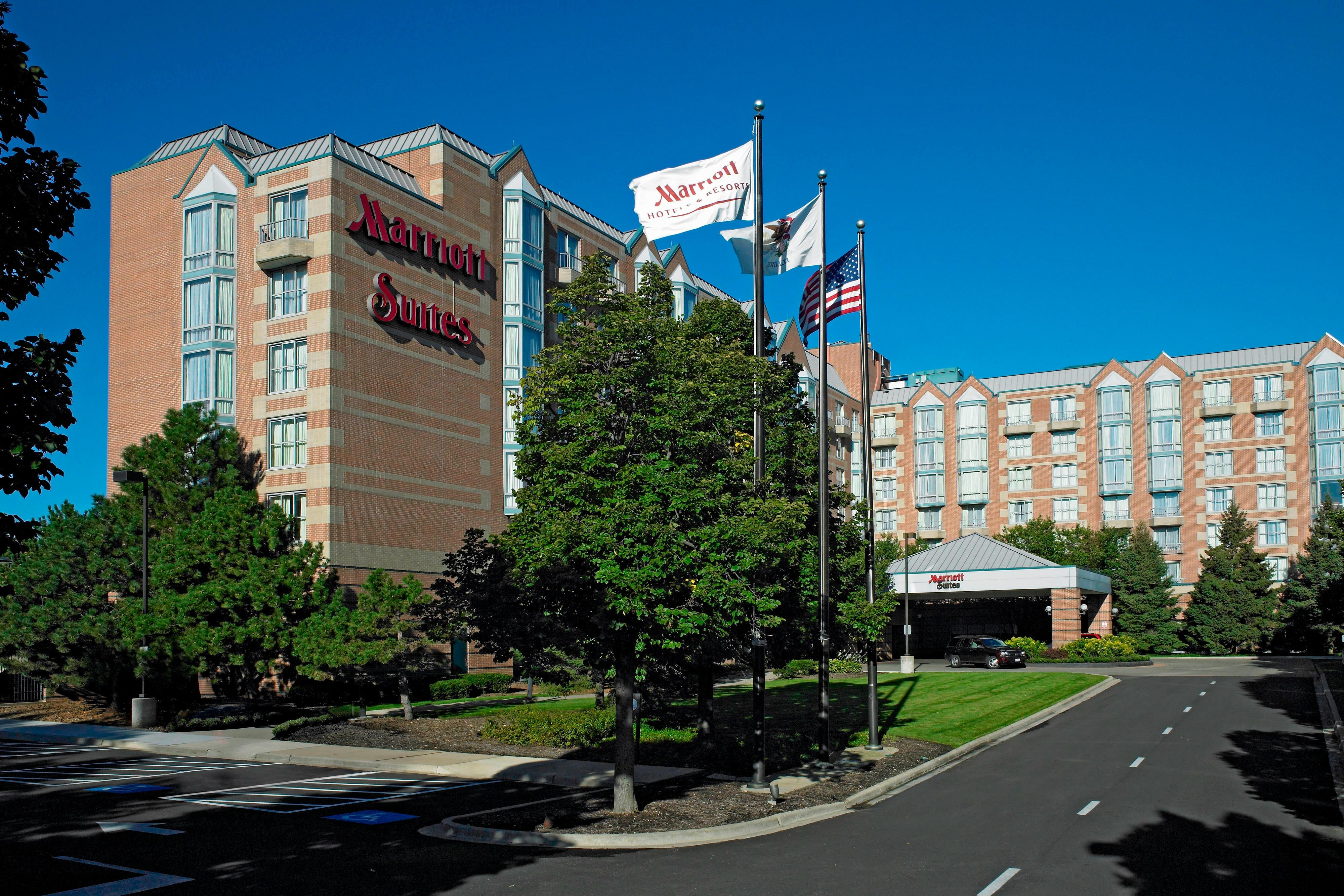 Chicago Marriott Suites Downers Grove Exterior
