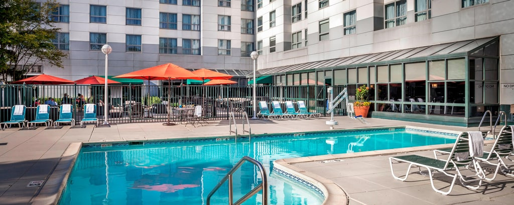 Piscina al aire libre del Chicago Marriott Suites Deerfield