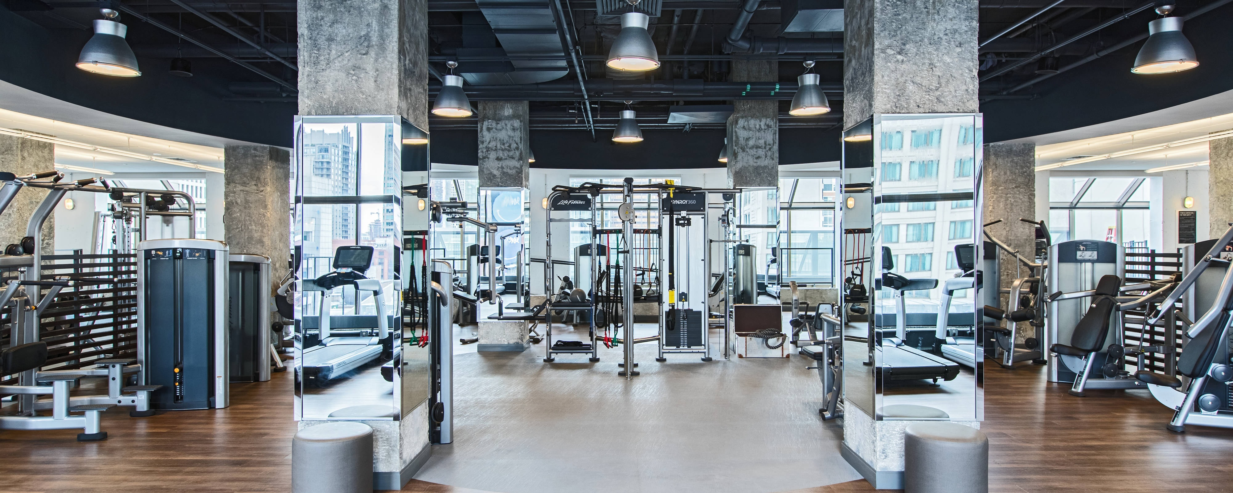 Chicago hotel gyms chicago marriott downtown magnificent for Downtown chicago lodging