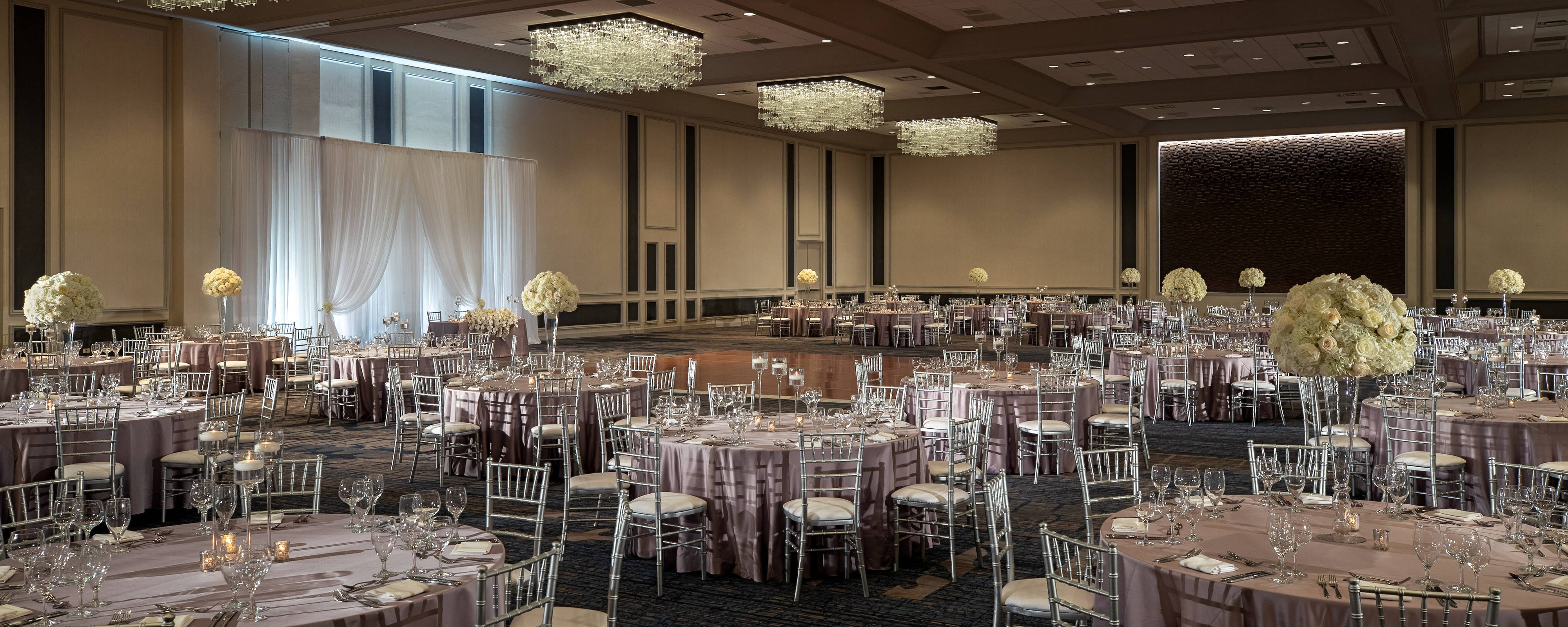 chicago wedding chicago marriott downtown magnificent mile. Black Bedroom Furniture Sets. Home Design Ideas