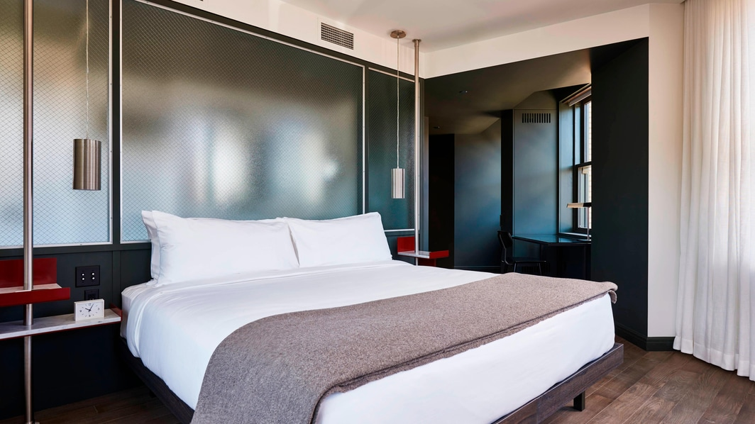 Corner Suite - Bedroom