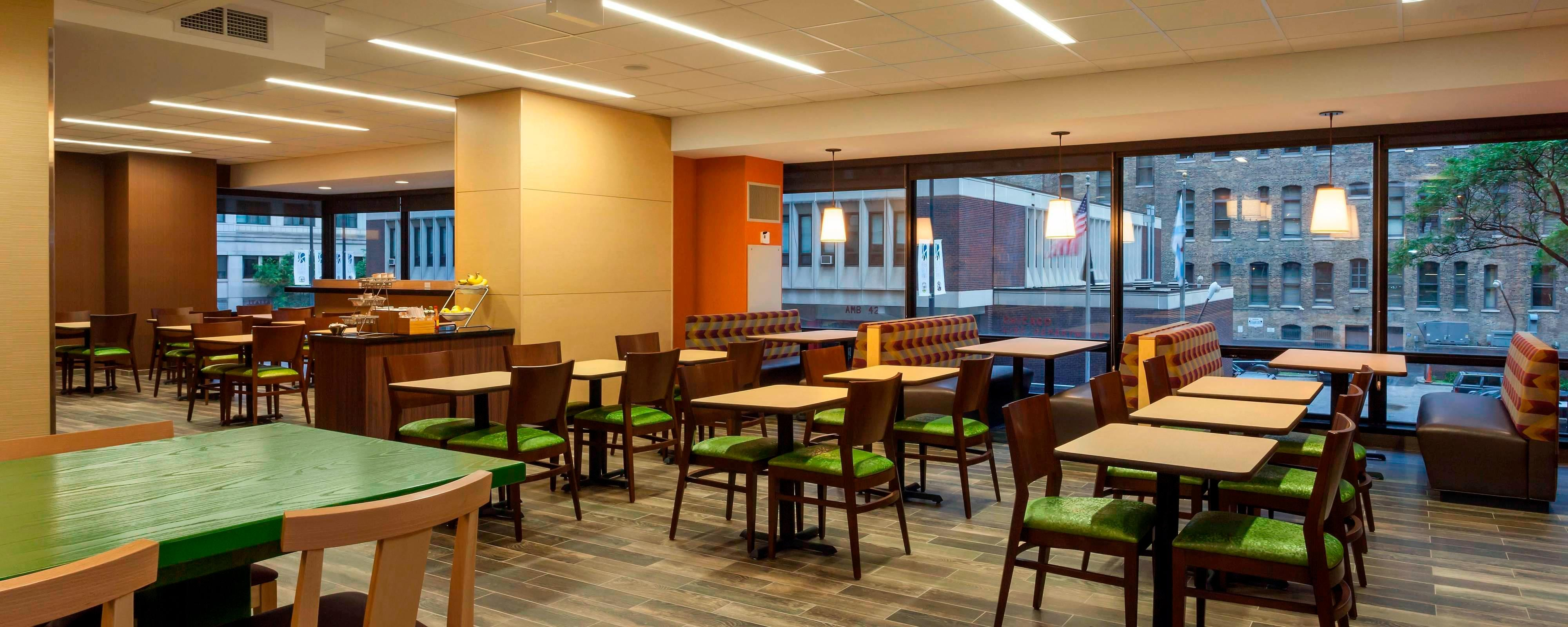 Hotels with Free Breakfast in River North | Fairfield Inn