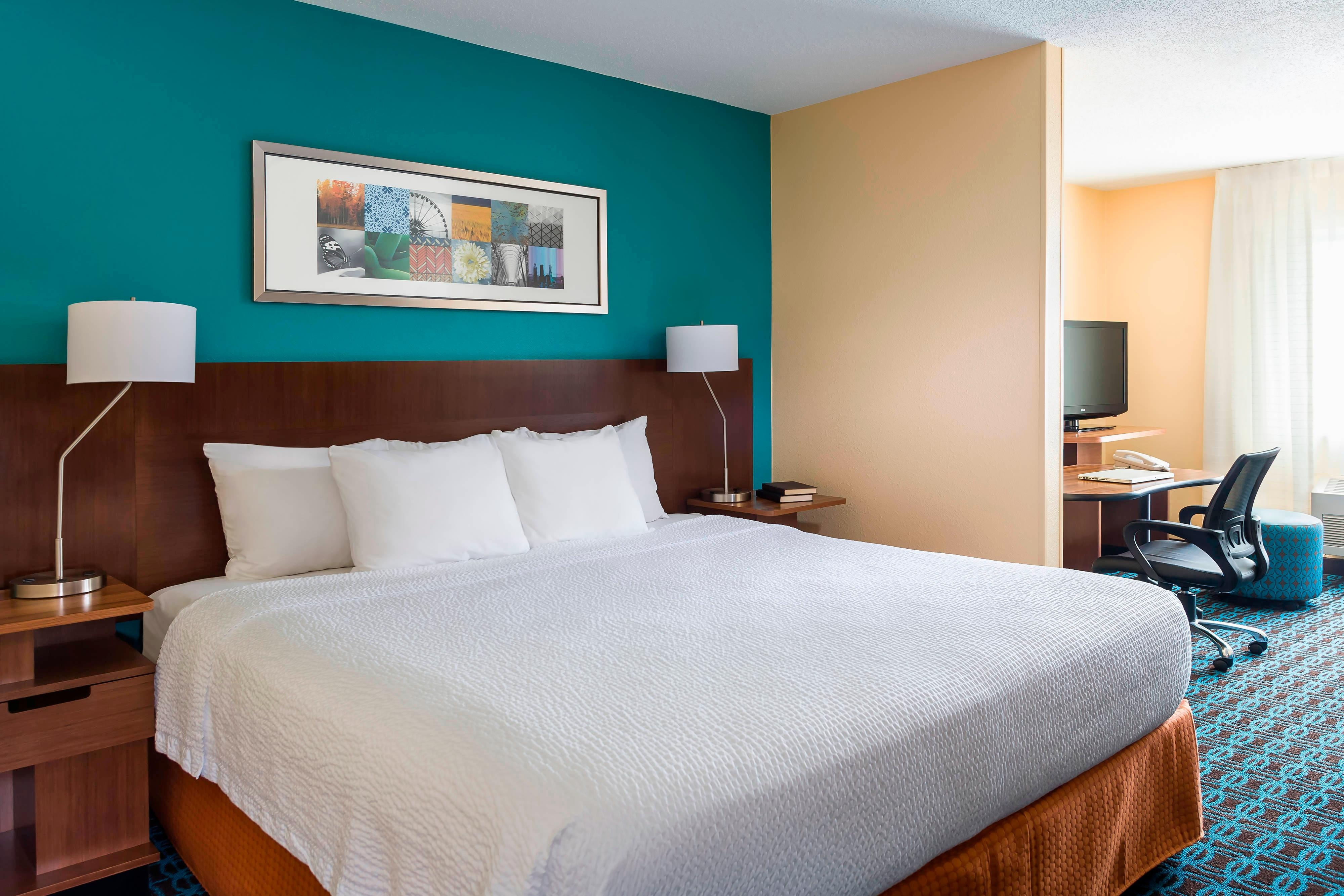 Hotel Rooms Naperville Il Fairfield Inn Amp Suites Chicago