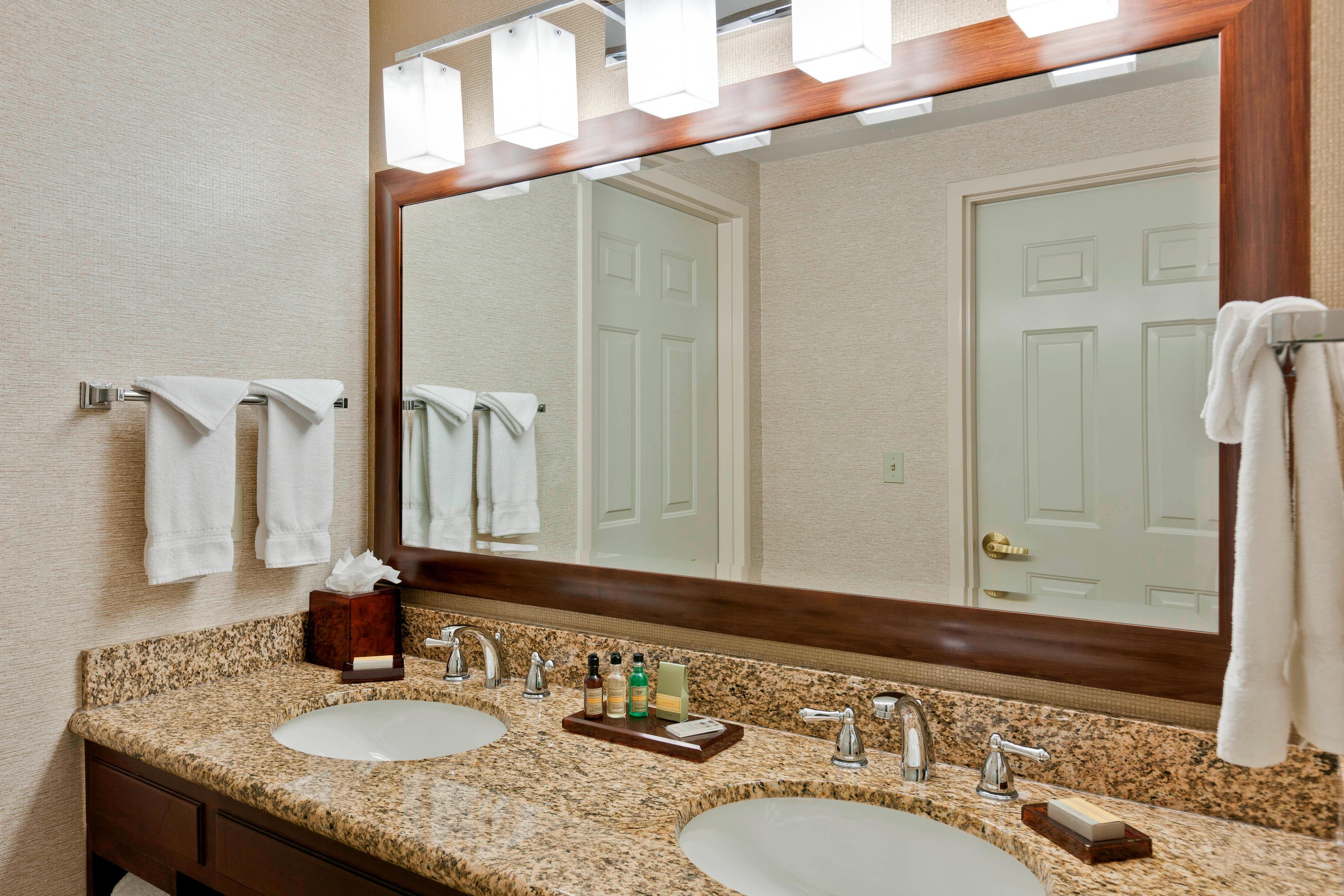 Chicago Marriott Midway Bathroom