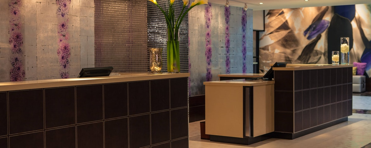 Northbrook Illinois Hotel Reception Desk