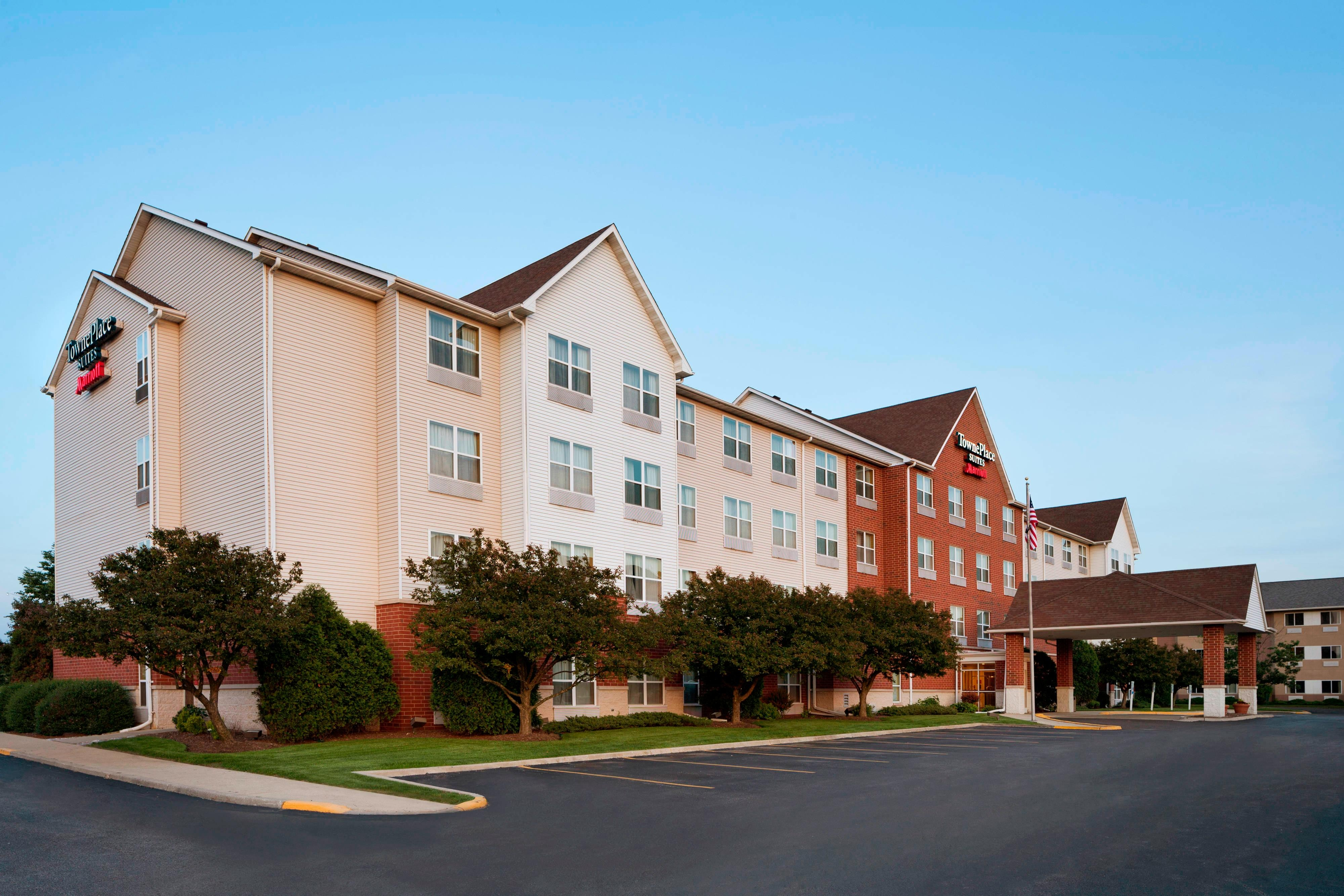Exterior of TownePlace Suites Chicago Naperville