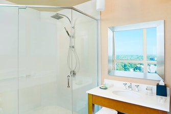 Deluxe Suite and Junior Suite - Bathroom