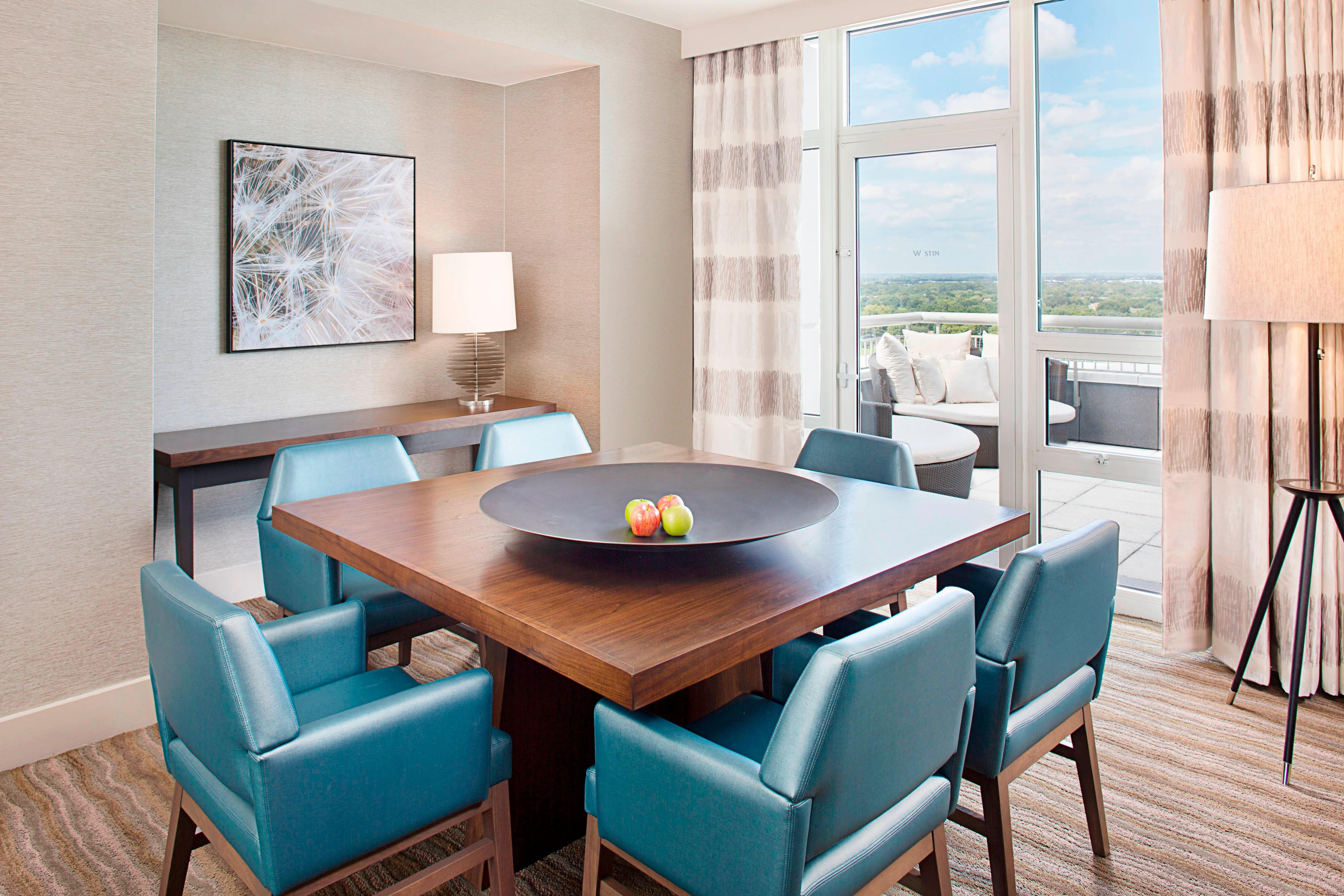 Presidential West Suite - Dining Area and Paito Access