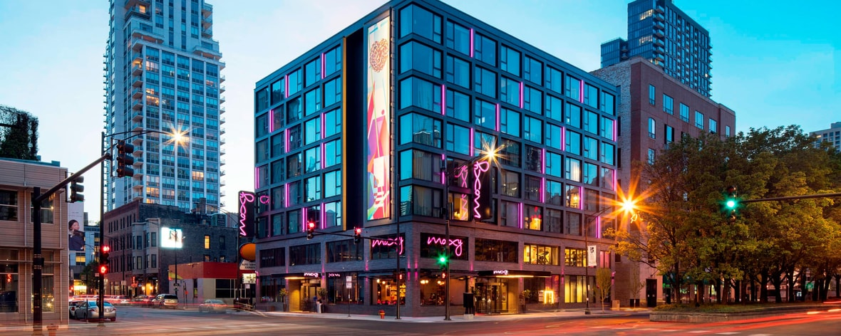 Chicago River North Hotels Close To Downtown Moxy