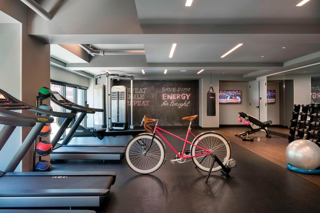 River North Hotels With Fitness Center Moxy Chicago Downtown