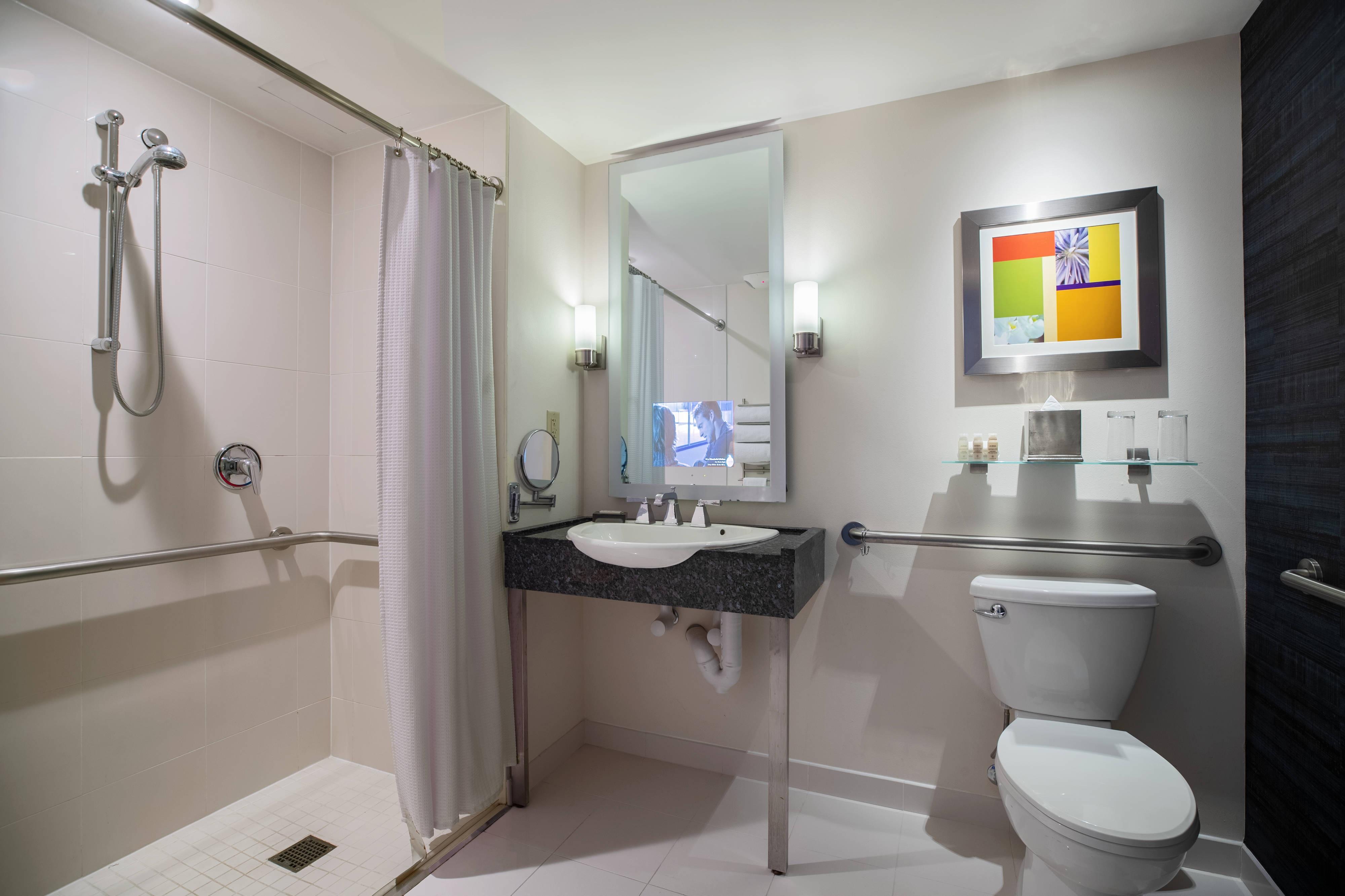 Salle de bain accessible aux personnes à mobilité réduite - Douche accessible en fauteuil roulant