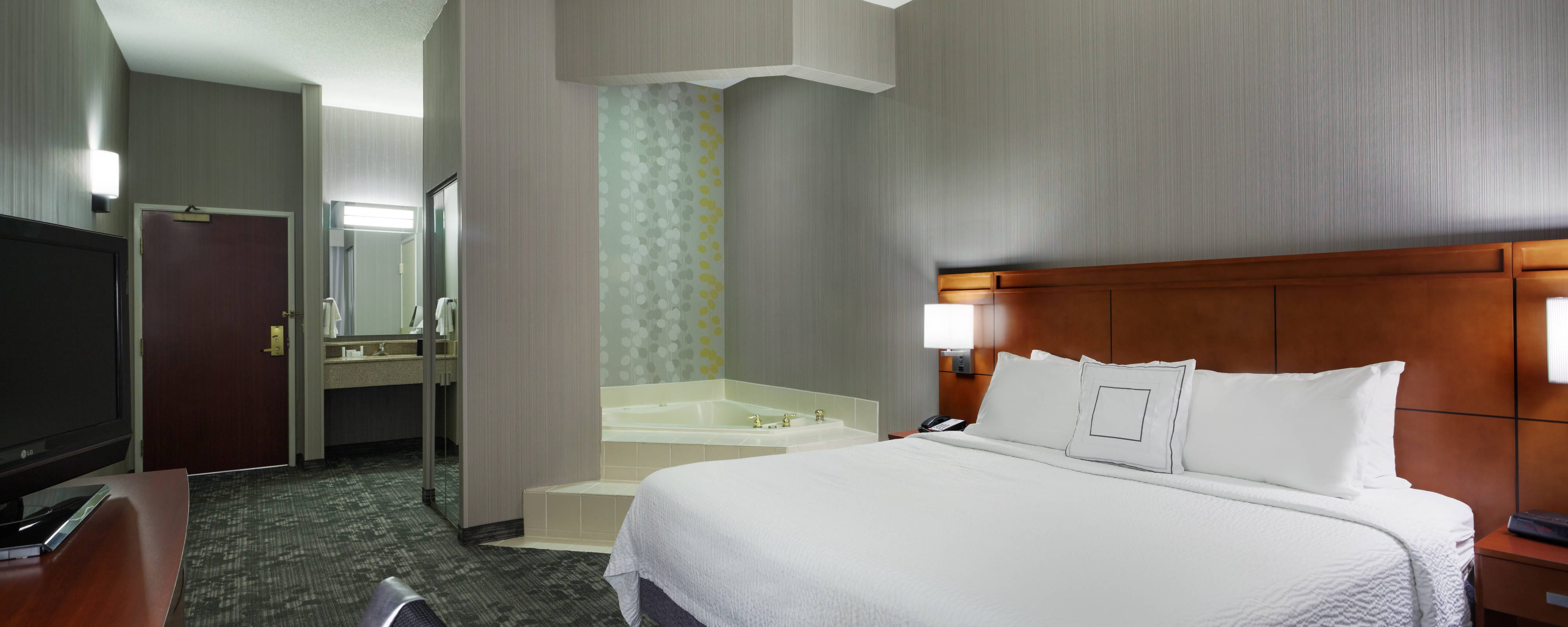 king spa guest room Chicago