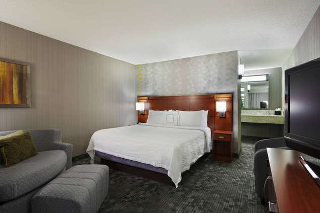 king suite hotel room Chicago