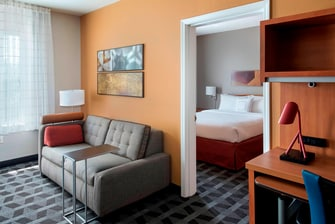 Lombard il hotel two bedroom suite towneplace suites chicago lombard for Two bedroom suites in chicago