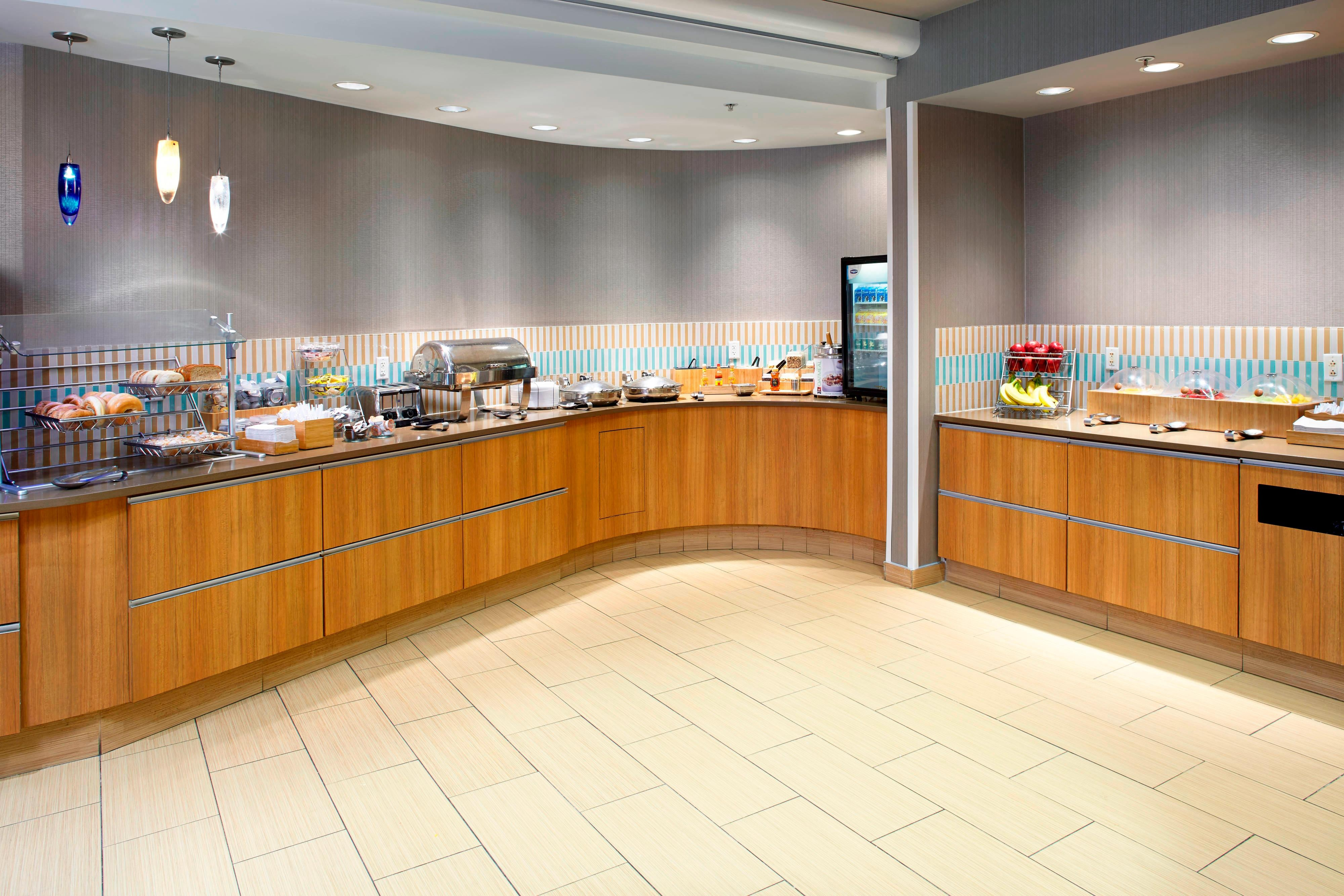 Springhill-Suites-Waukegan-Complimentary-Breakfast