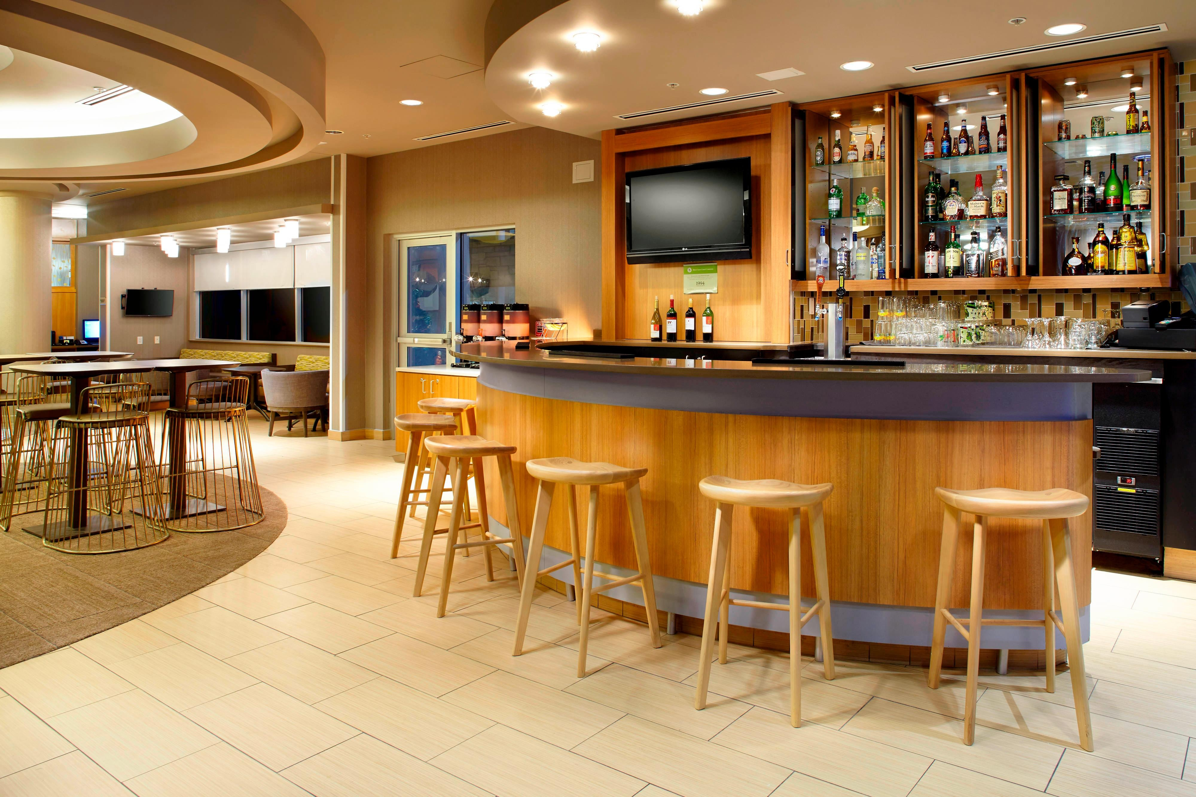 Springhill-Suites-Waukegan-Hotel-Cocktail-Lounge