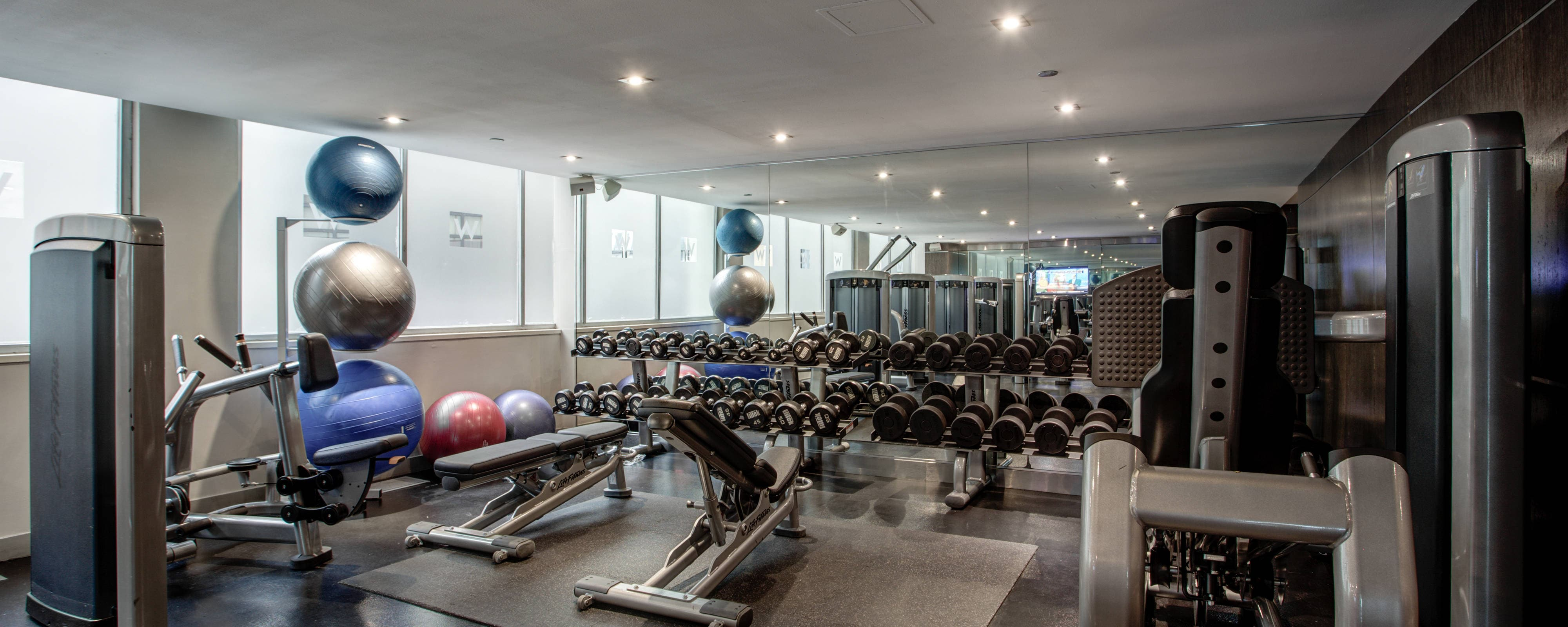 Downtown chicago hotel with indoor pool and gym w chicago