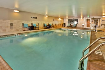 Wilmette Hotel with Pool
