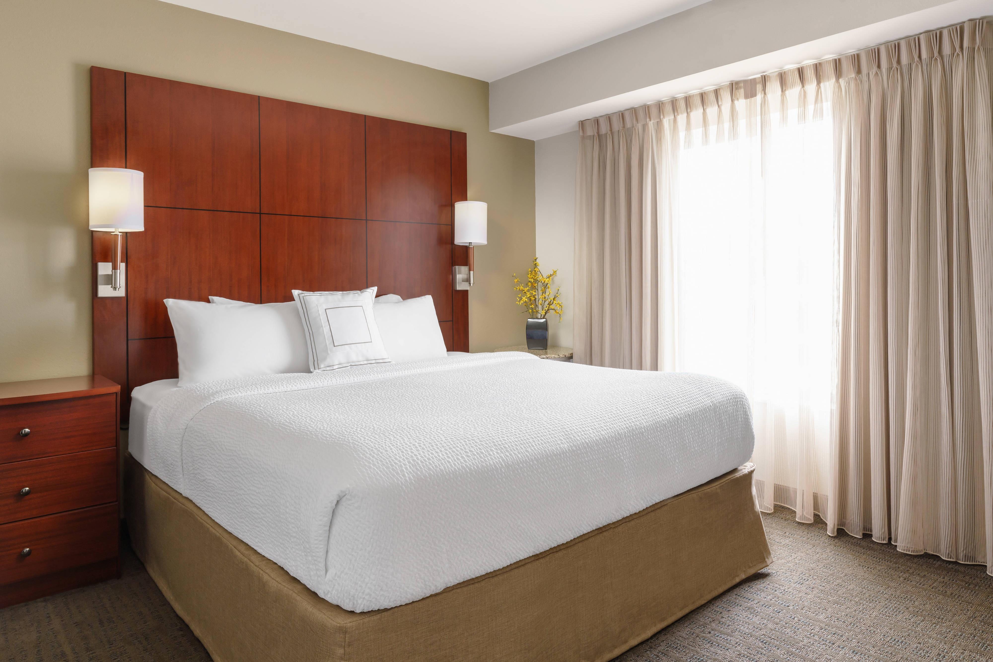 One-Bedroom King Suite - Bedroom
