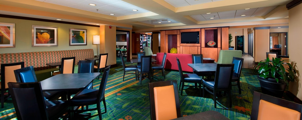Charleston Airport Hotel Breakfast Seating Area