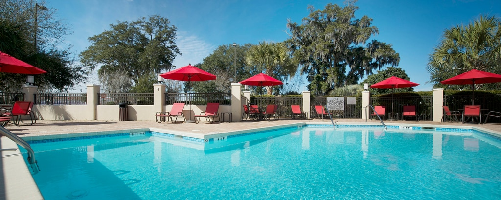 North Charleston hotel outdoor pool