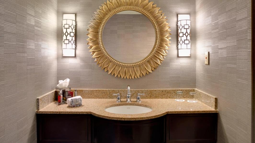 Vasque d'une salle de bains de luxe à Charleston, Caroline du Sud