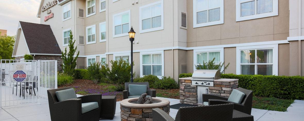 Chico California Hotel Outdoor Patio