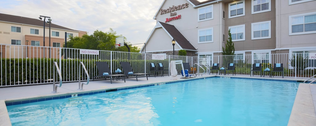 Chico California Hotel Outdoor Pool