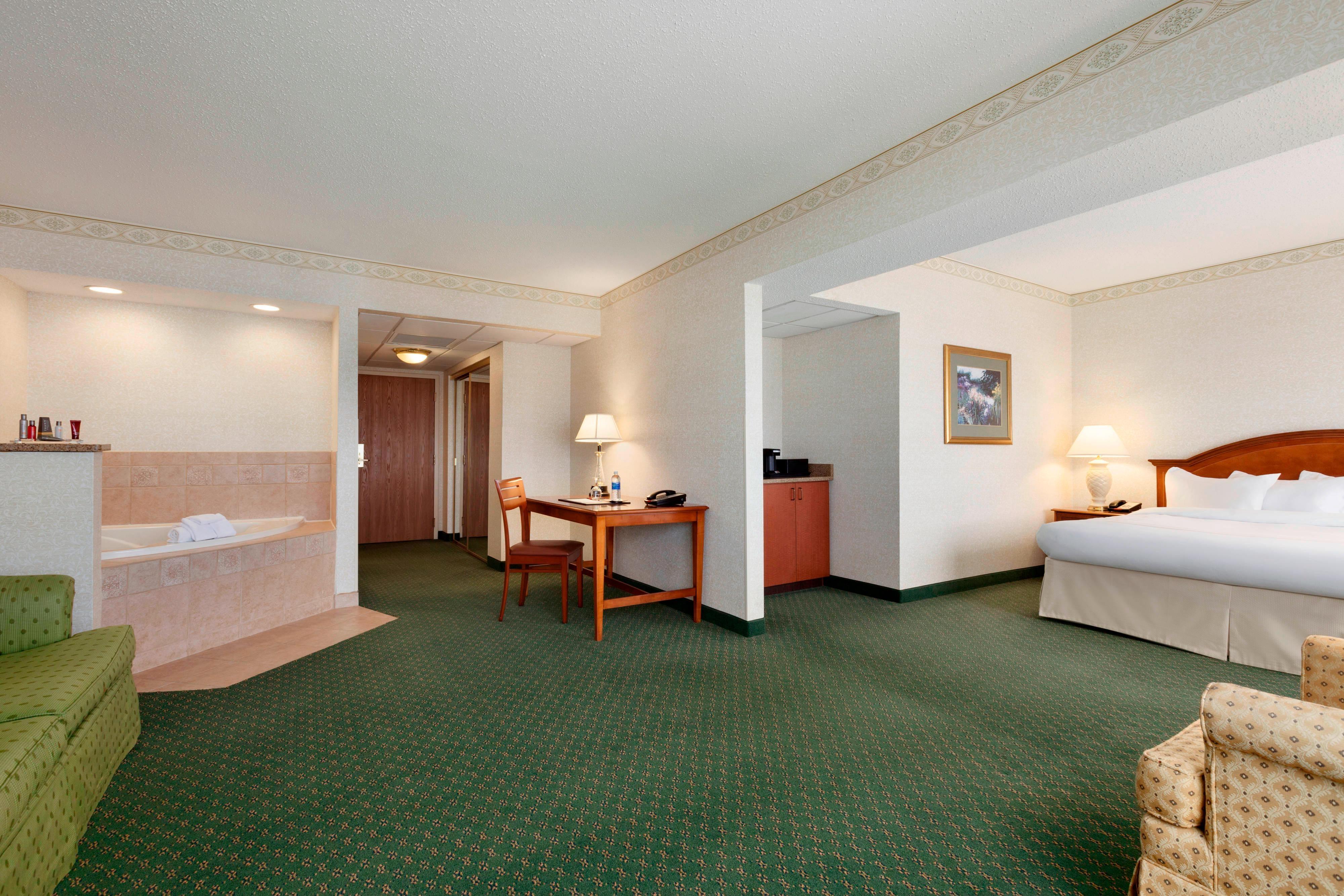 One-Bedroom Whirlpool Suite
