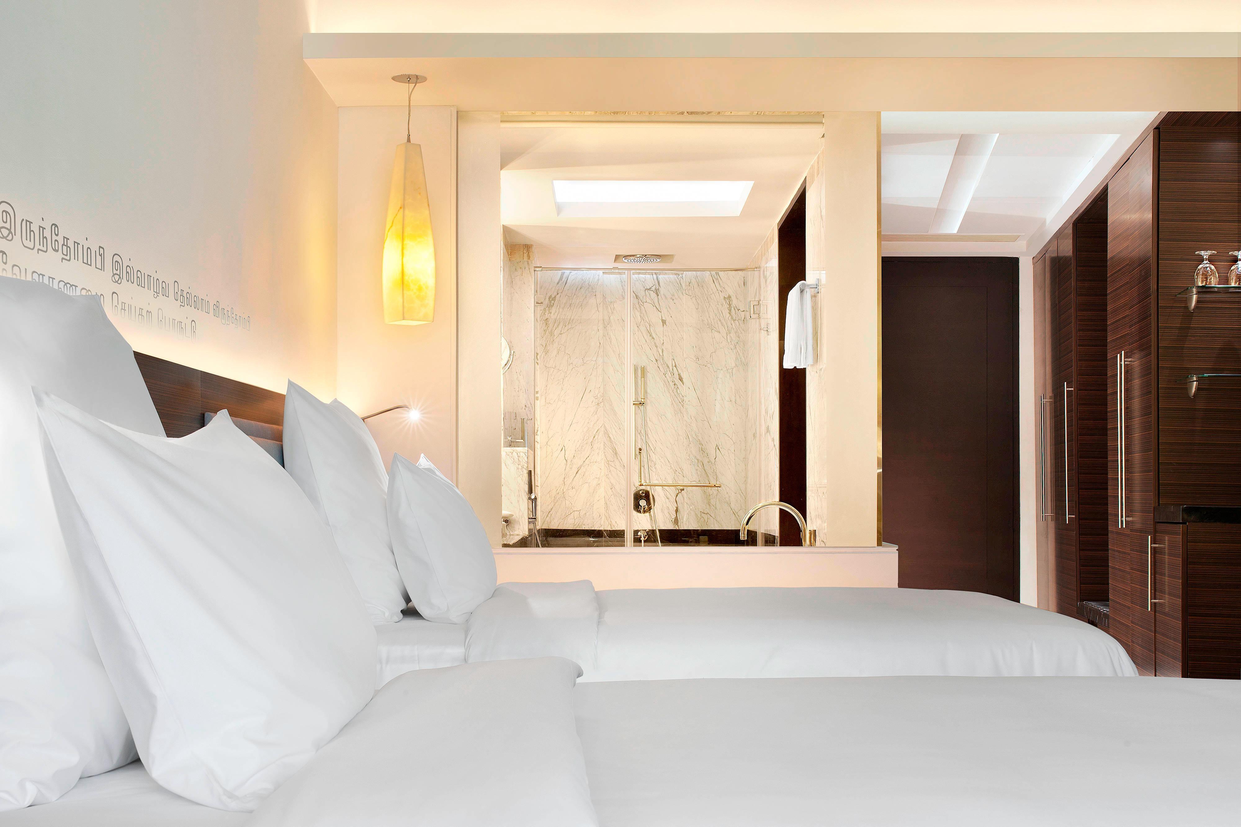 Twin Deluxe Guest Room - Bedroom