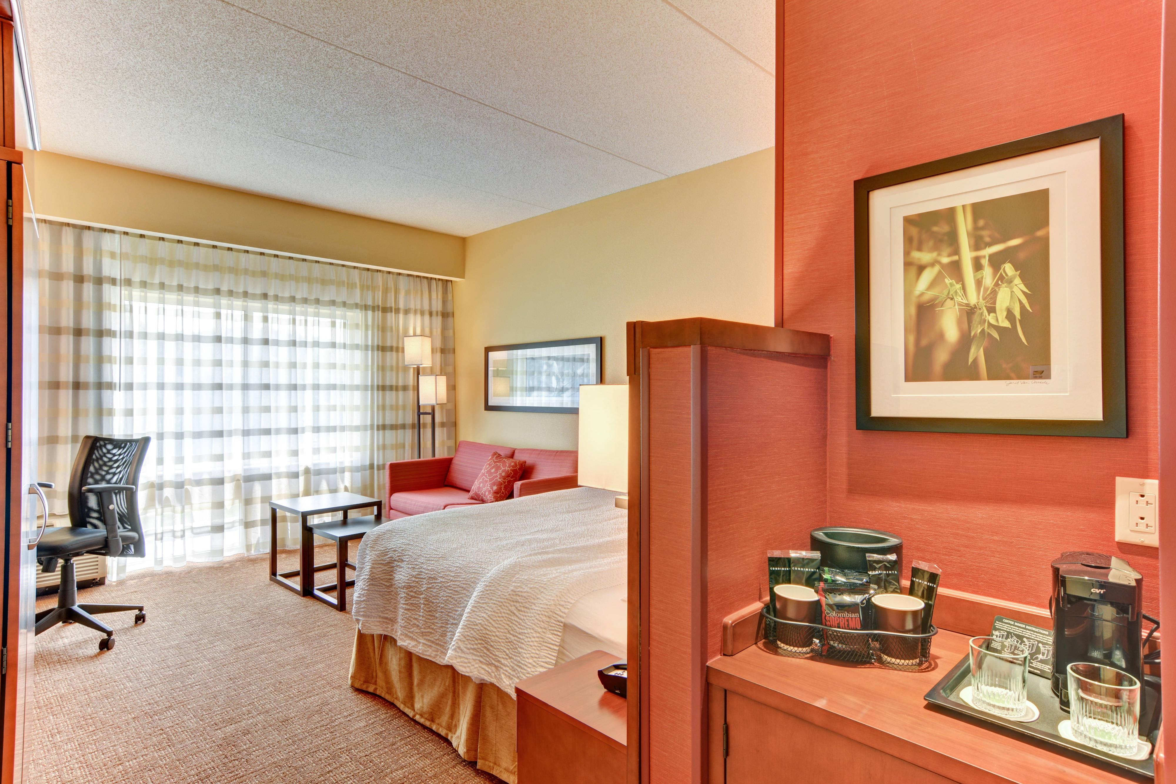 King Guest Room in Bridgeport, WV