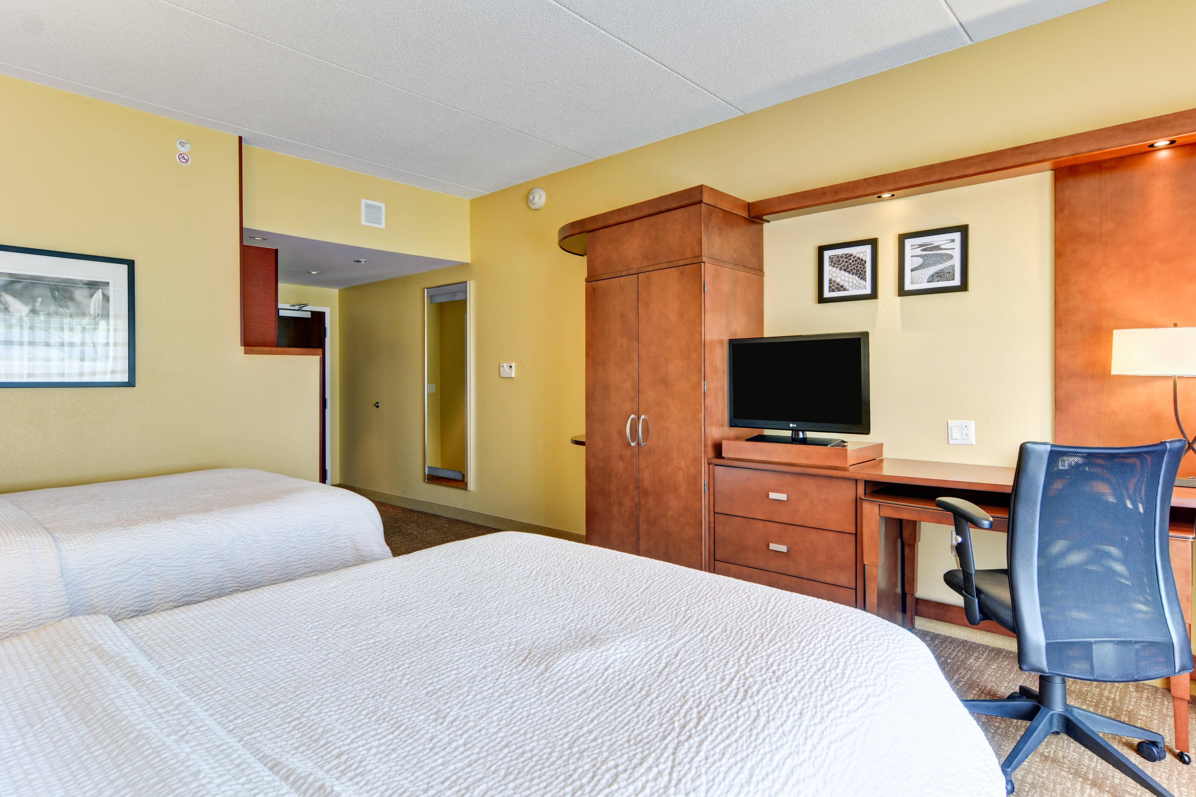 Marriott Bridgeport Clarksburg Hotel Queen/Queen Guest Room