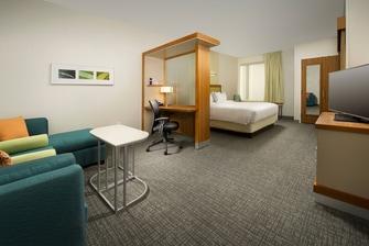 Bridgeport Hotel King Suite