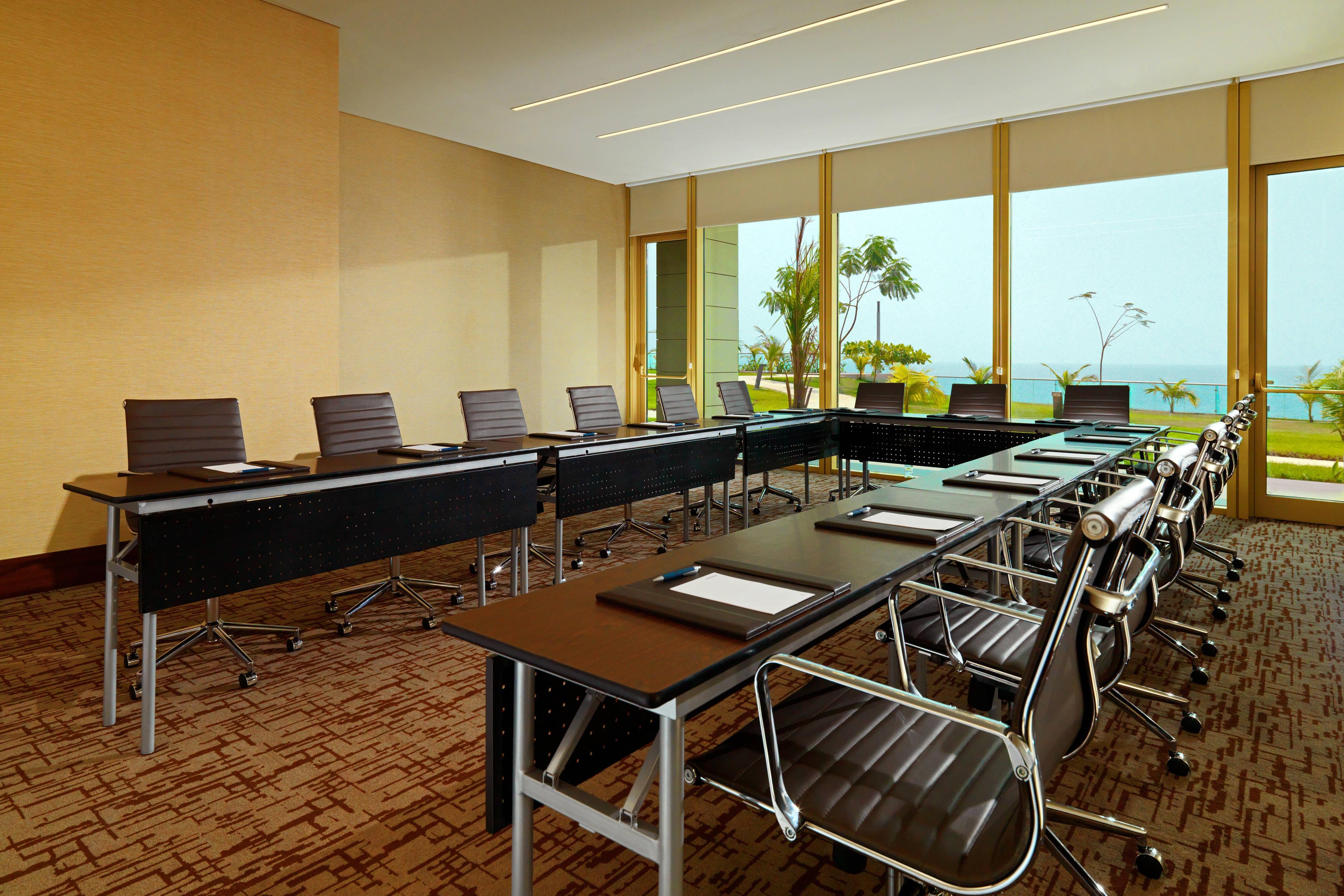 Meeting Room U-Shape Style