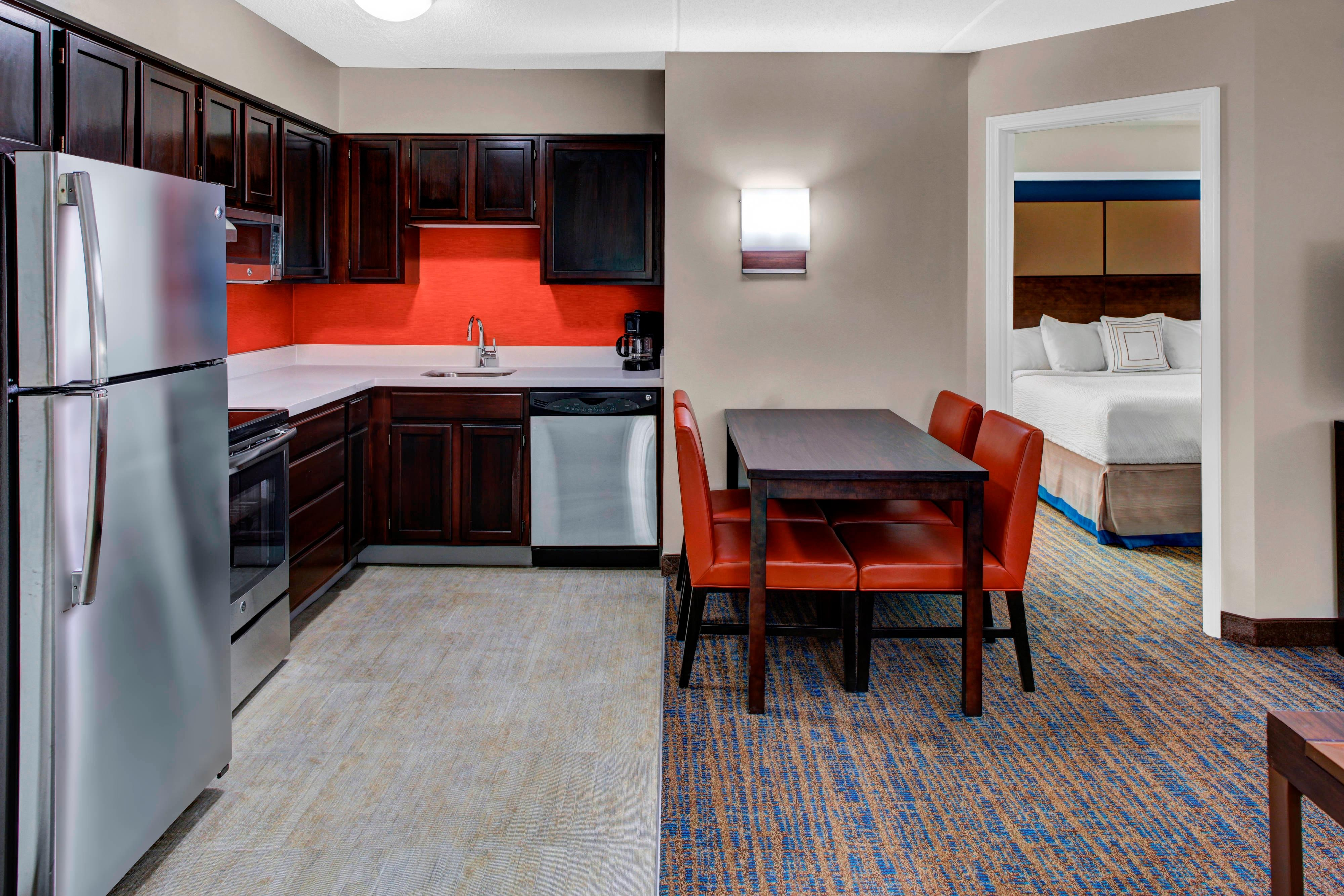 Residence Inn by Marriott Cleveland Beachwood Kitchen