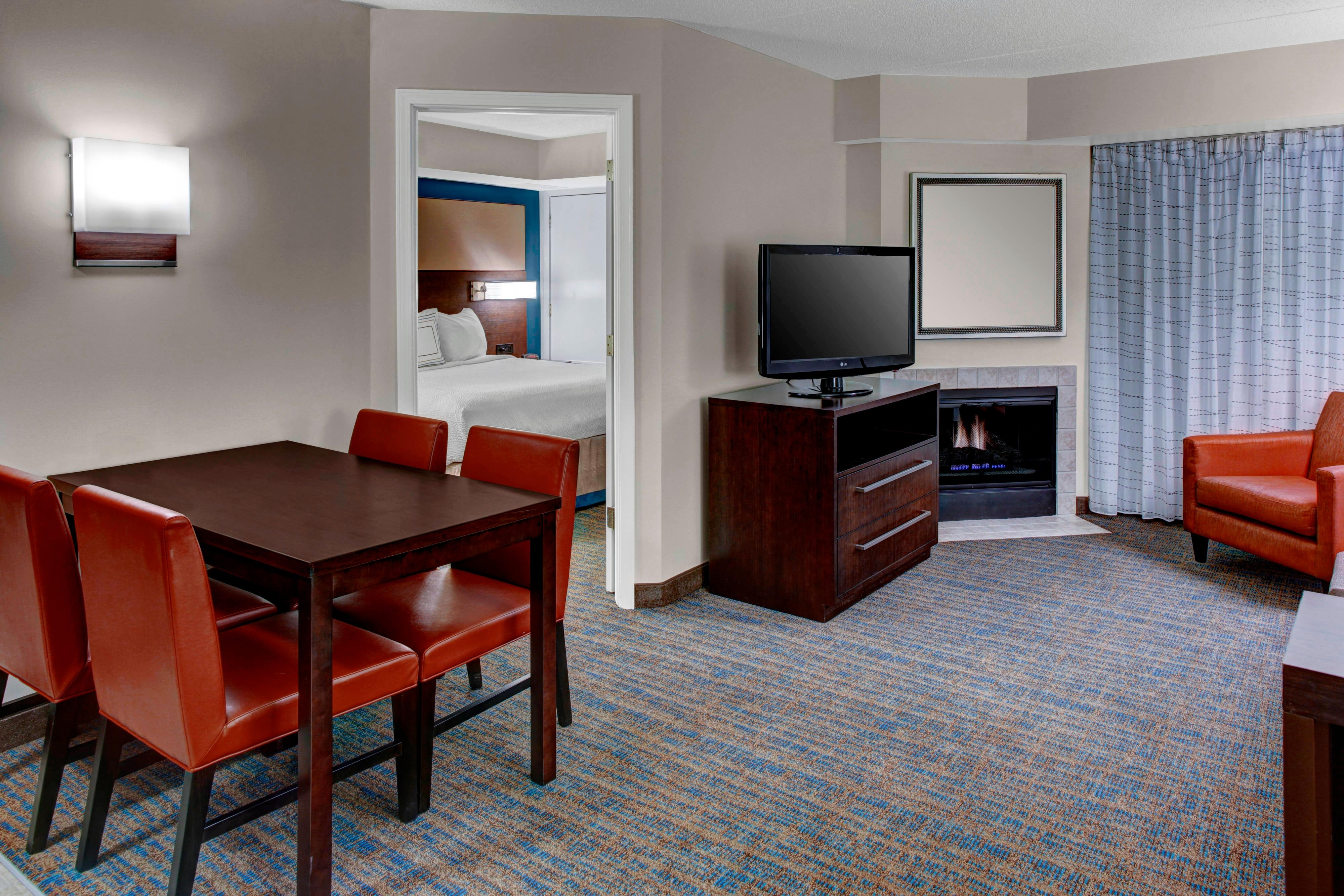 Cleveland hotel cleveland oh hotel cleveland ohio hotel for Bedroom suites in cleveland ohio