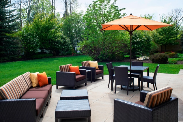 Cleveland Airport hotel outdoor patio
