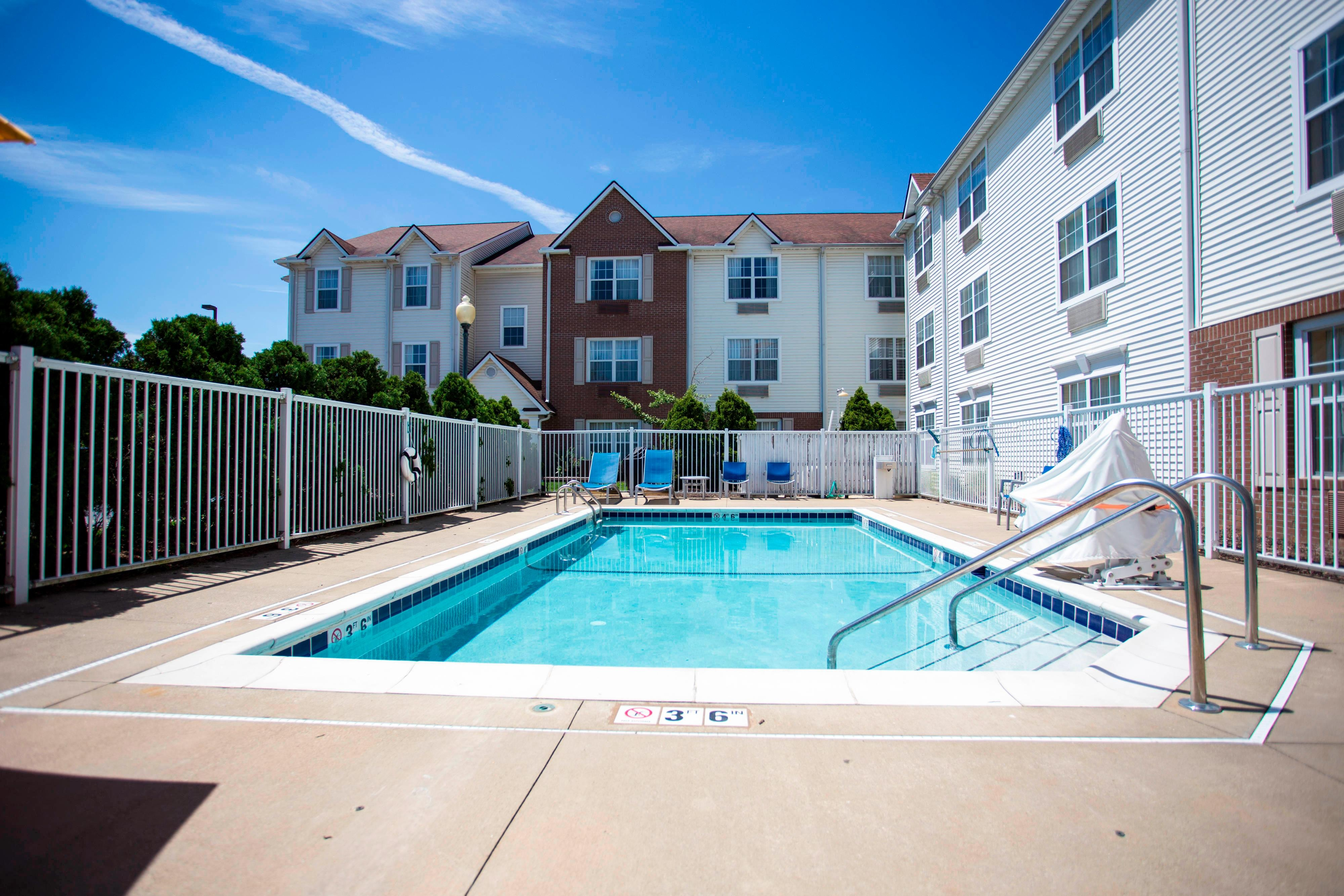 Outdoor Pool, TownePlace Suites Cleveland Streetsboro