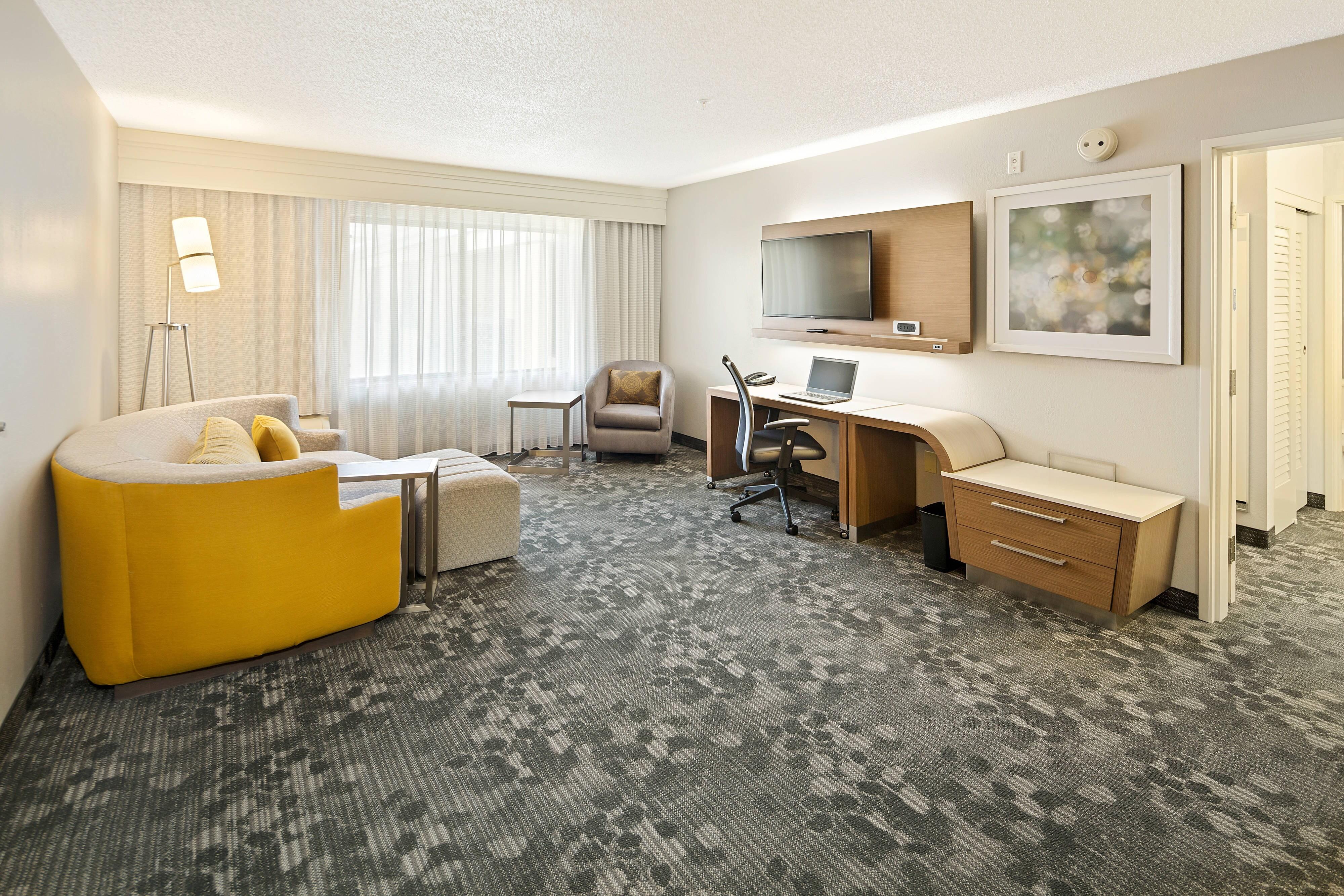 Suite mit zwei Queensize-Betten – Wohnzimmer